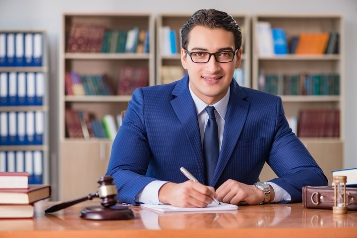 Lawyer-In-Glasses