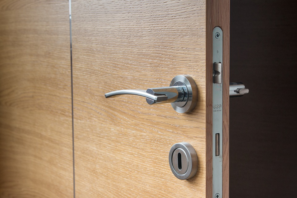 how to unlock a house door without a key