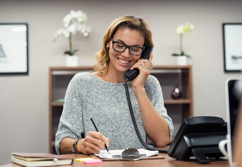 9 Professional Ways for How to Answer the Phone at Work